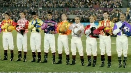 Jockeys du PMU durant l'hymne Stewball