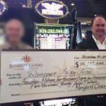 Beau chèque de 14 millions de dollars destiné aux oeuvres de charité